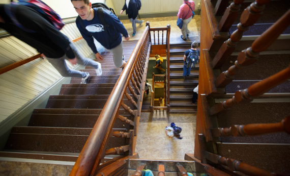Students going to classes in Alumni Hall